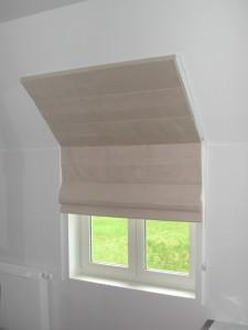 store voor schuin raam